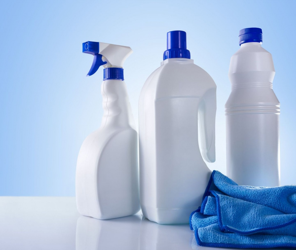 Hedis_cleaning-products_fotolia-crop-1.jpg
